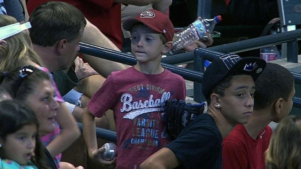 young-giants-fan-donates-baseball-after-sad-diamondbacks-fan-misses-foul-ball1-1024x576.jpg