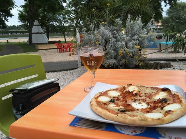 Hot pizza & a cold beer must be the perfect combination to end the day